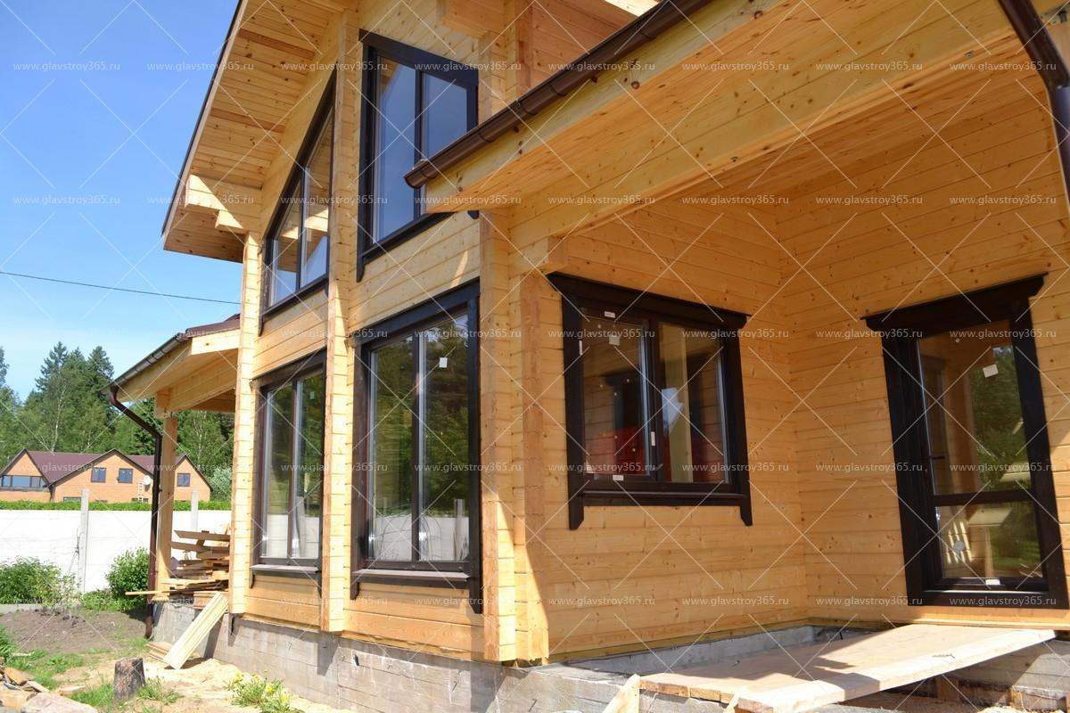дом из клееного бруса с большими окнами