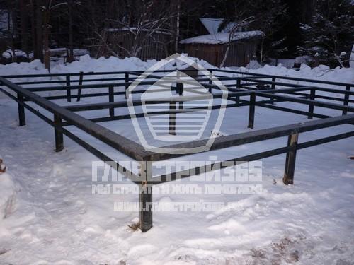 Свайный фундамент зимой