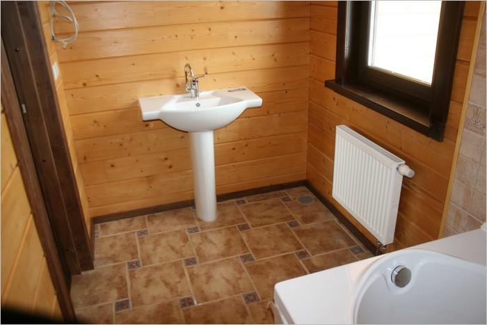 полы в санузле деревянного дома