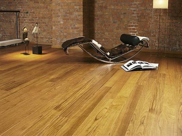 Напольные покрытия в деревянном доме