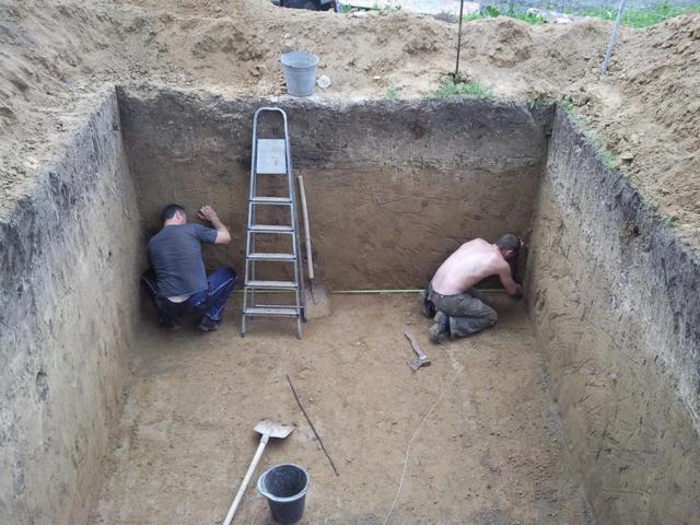 копаем подвал дома