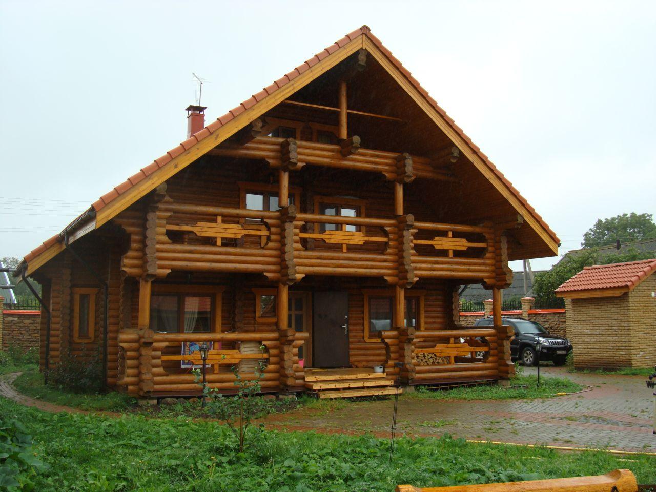 Дом из оцилиндрованного бревна: долговечно и стильно