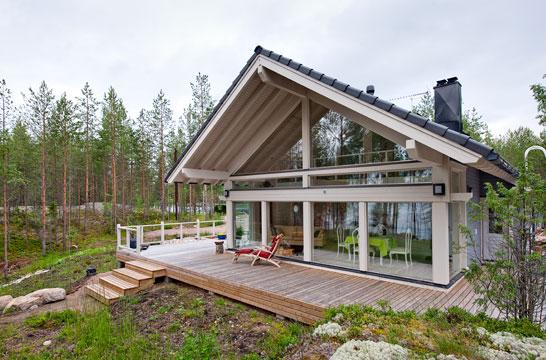 загородный дом из бруса с большими окнами
