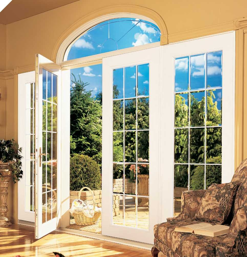 Окна с раскладкой в интерьере частного дома.
