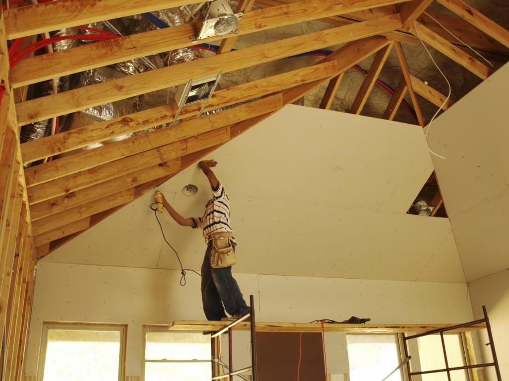 Способы монтажа гипсокартона к потолку: схемы, фотографии, советы