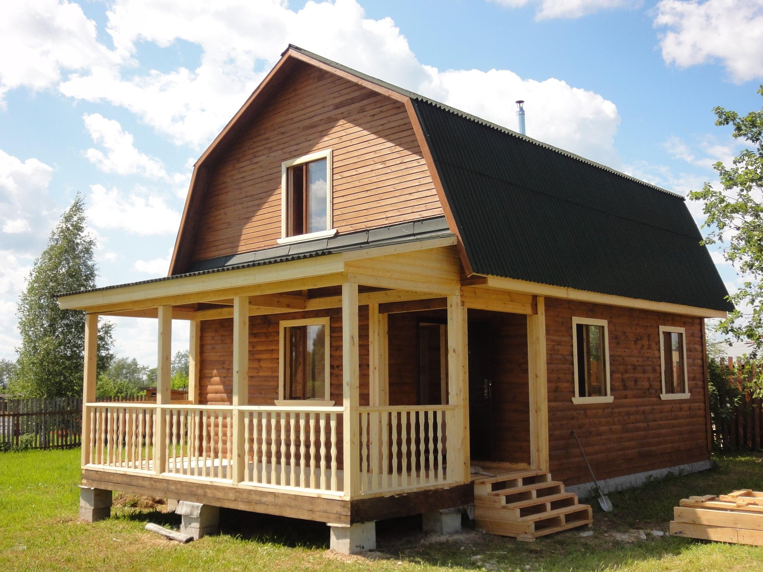 Дом из профилированного бруса с верандой: вместительный и быстровозводимый вариант