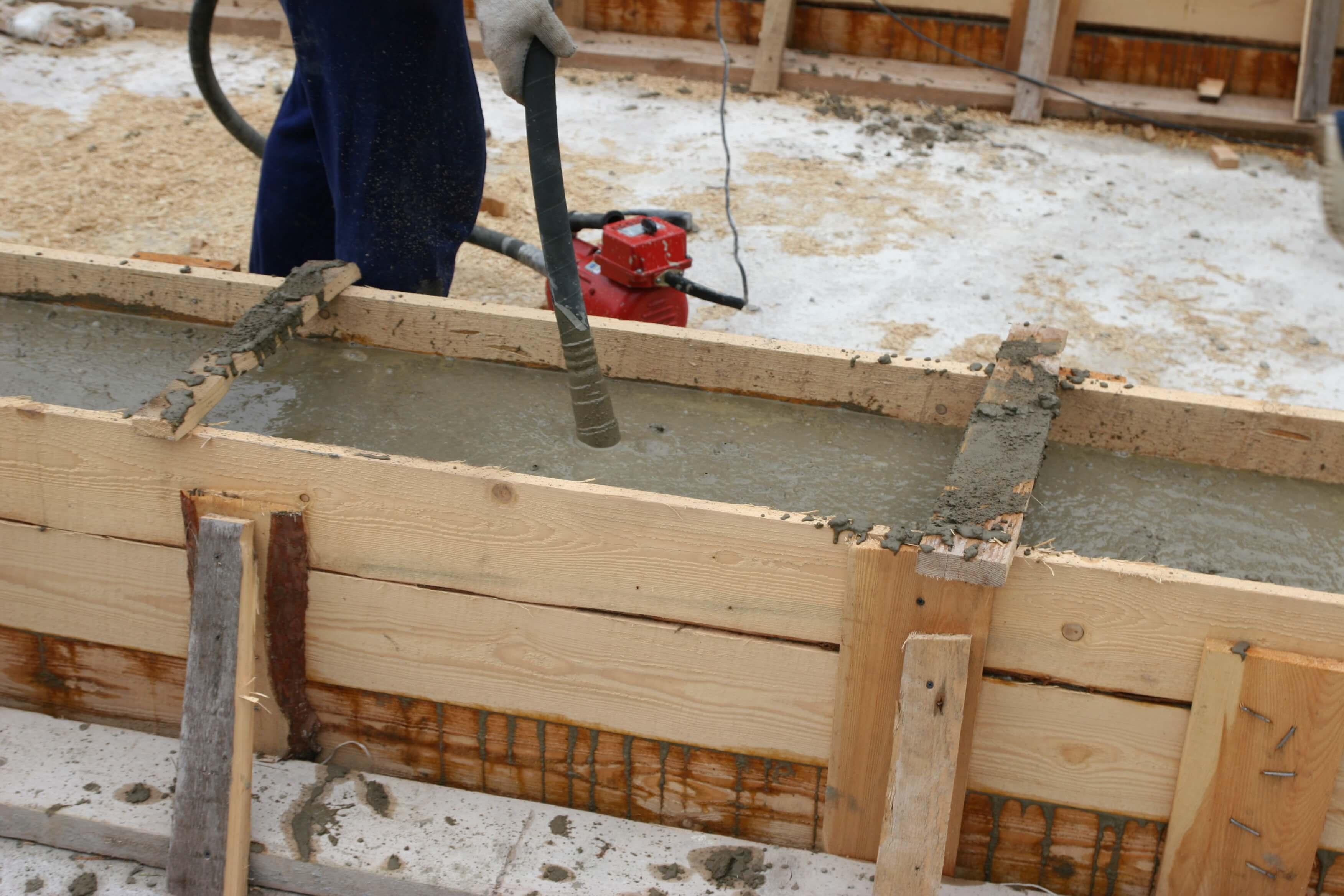 бетонирование столбчатого монолитного фундамента