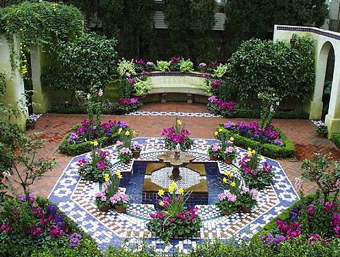 Отделка мозаикой двора