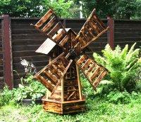 Мельница из дерева для дачи
