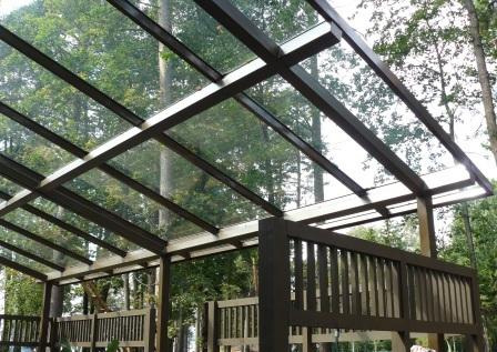 Беседка с крышей из стекла