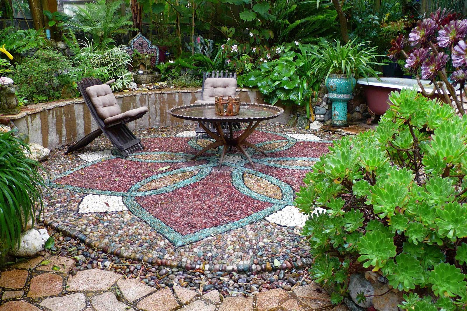 Мозаика - оригинальное украшение для дачного участка