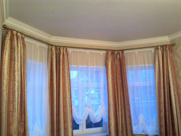 Карниз для комнаты с эркером