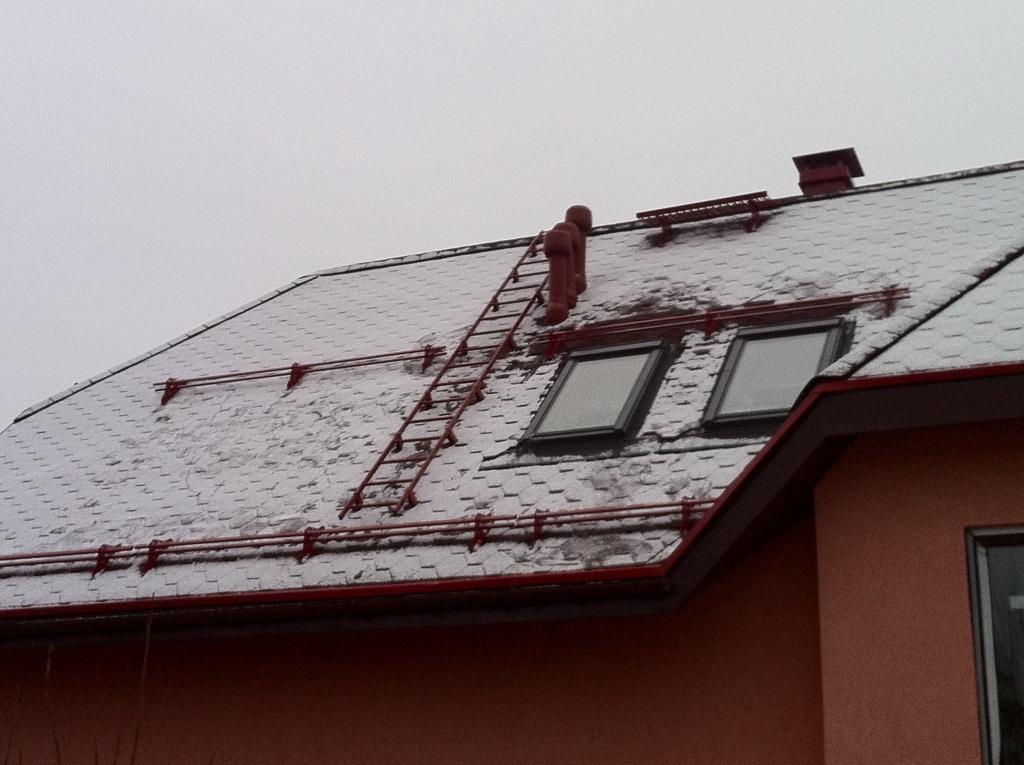 Снегозадержатель на крышу дома. Виды, этапы установки и распространенные ошибки