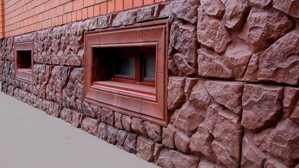 Облицовка свайного фундамента деревянного дома: какой материал выбрать?