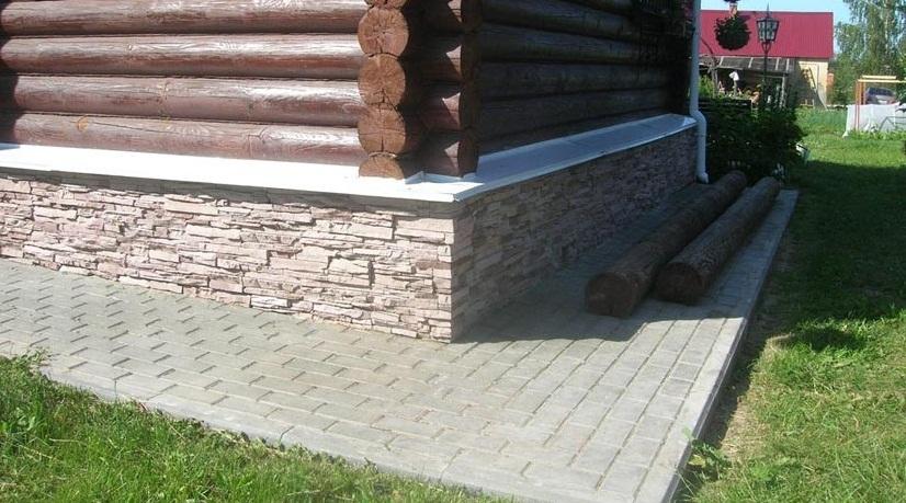 Как сделать правильную гидроизоляцию отмостки фундамента деревянного дома?
