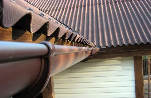 Как устанавливать водосток для деревянного дома?