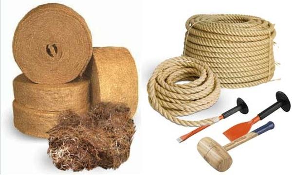 Материал и инструменты для конопатки брусвого дома