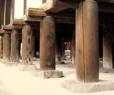 Деревянная опора для фундамента