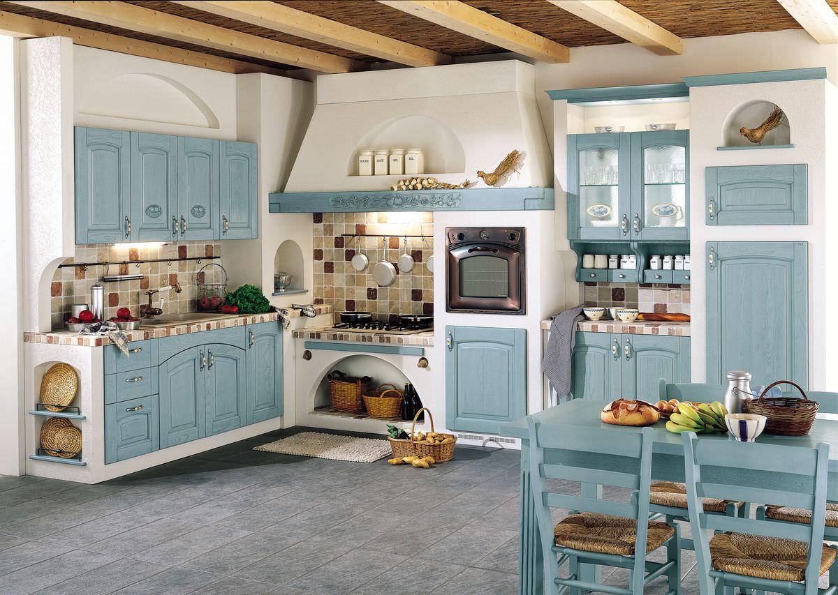 Кухня в доме из бревна и бруса