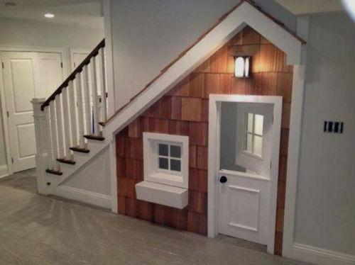 Игровая комната под лестницей