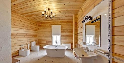 Как сделать ванную комнату в деревянном доме?